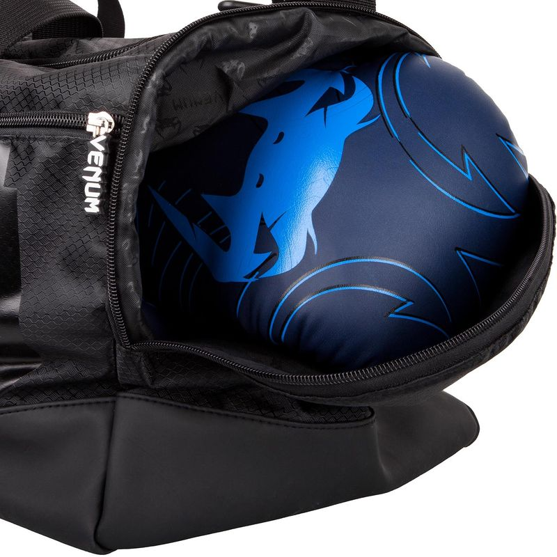 Venum Sparring Sports Bag - negro / negro – Bild 7