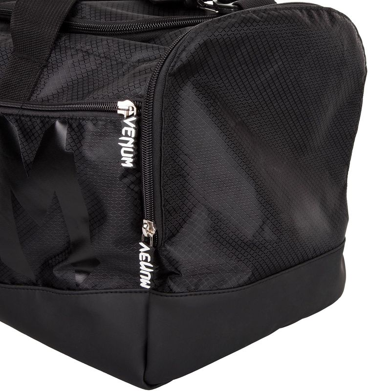 Venum Sparring Sports Bag - negro / negro – Bild 6