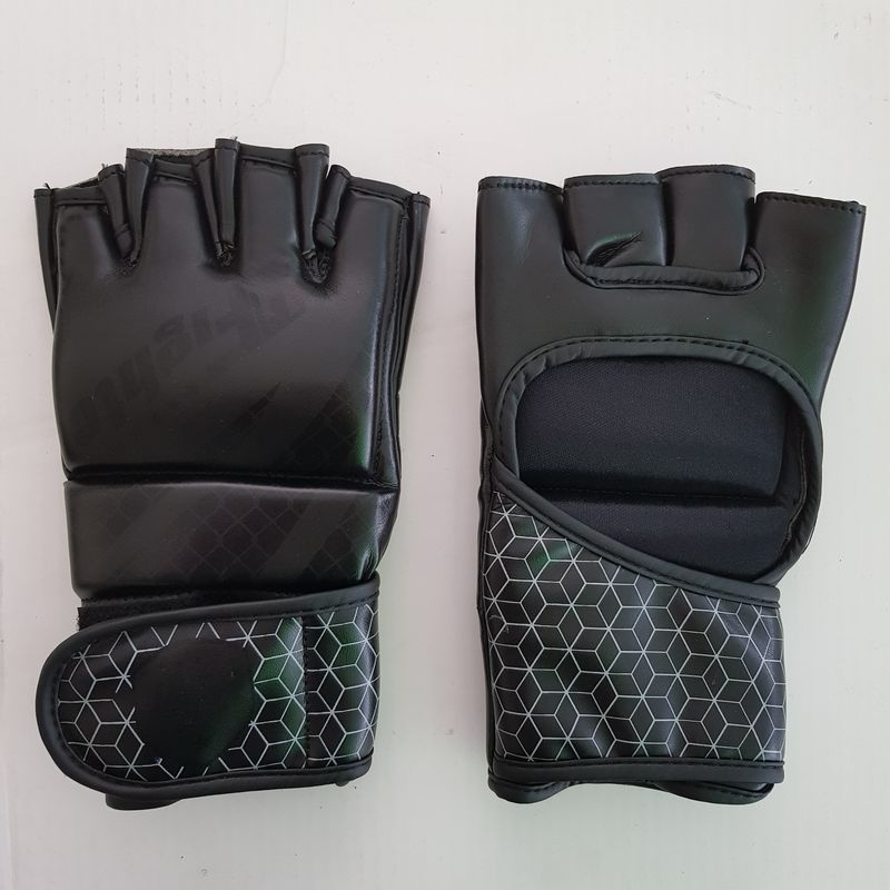 4Fighter MMA / Freefight gloves black with gray cage design open hand