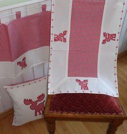 Weihnachtliche Textilserie mit Motiv Elch Karo Rot