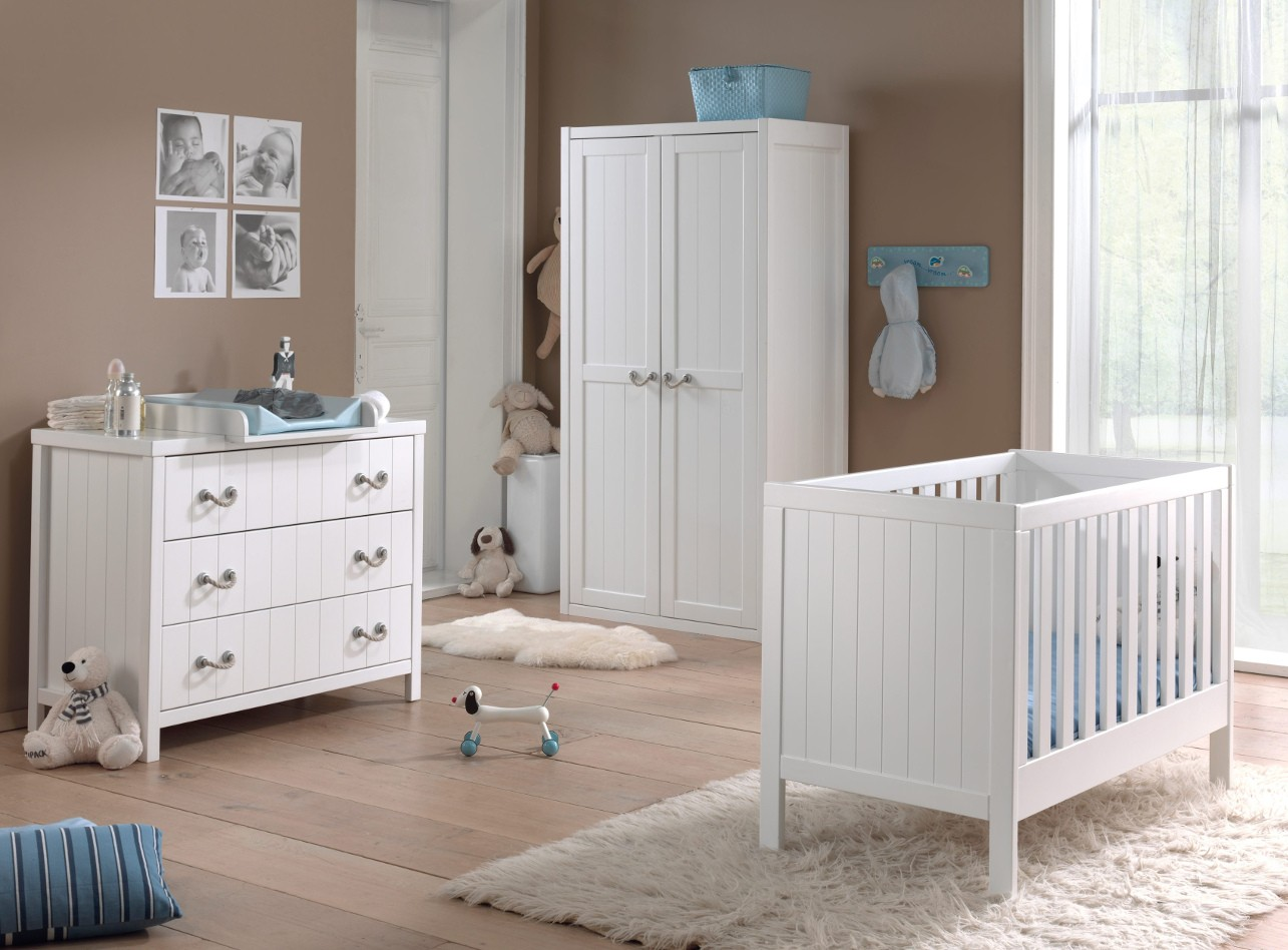 babyzimmer lewis komplett mit kommode und wickelaufsatz. Black Bedroom Furniture Sets. Home Design Ideas