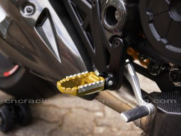 reposes pieds touring or CNC Racing pour Ducati Diavel – Image 3