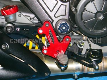 Pedana regolabili rosso Ducabike per Ducati Diavel – Image 3