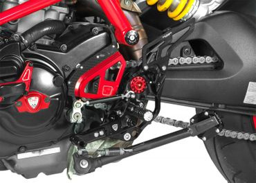 Adjustable rear sets black CNC Racing for Ducati Hypermotard 821 – Image 2