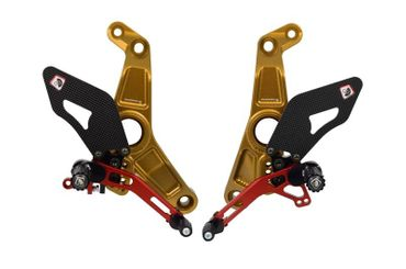 Kit repose pieds or/rouge Ducabike pour Ducati Monster 1200 R – Image 1