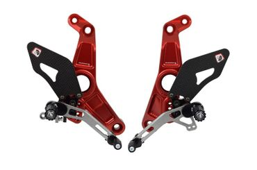 Kit repose pieds rouge/argent Ducabike pour Ducati Monster 1200 R – Image 1