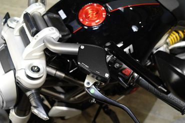 "fluid tank caps ""streaks"" black CNC Racing for Ducati Diavel, XDiavel – Image 2"