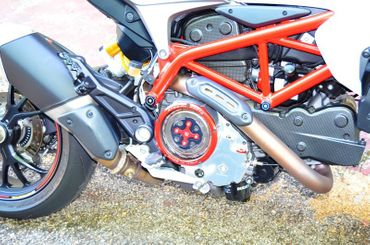 Clutch cover for oil bath clutch black/red Ducabike for Ducati Hypermotard 939 – Image 3