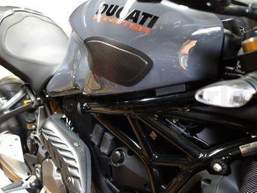 002DM17MATT Carbonworld Tankschoner carbon für Ducati Monster 797 821 1200  – Bild 5