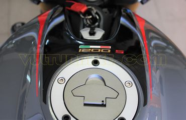 Sticker Kit rouge/noir pour Ducati Monster 797 / 821 / 1200 – Image 3