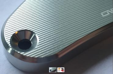 """Bremsflüssigkeits-Behälterdeckel """"Streaks"""" hinten gold CNC Racing für MV Agusta – Bild 2"""