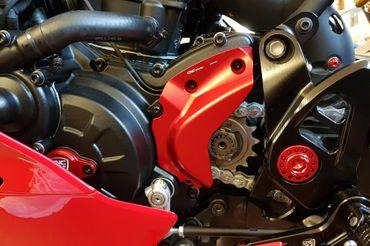 Ritzelabdeckung rot CNC Racing für Ducati SuperSport  – Bild 3