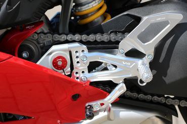 Footpegs silver/black CNC Racing for Ducati Panigale V4 – Image 15