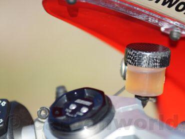 032DUSM_DPV4 carbonworld Behälter Deckel Carbon für Ducati Panigale V4 – Bild 6