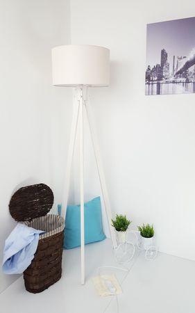 Tripod Stehlampe Stehleuchte Deckenfluter Beige Textil Schrim / Weiß Naturholzfüße – Bild 1