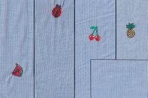 Baumwolle blau weiss gestreift mit Melonen, Ananas, Kirschen oder Marienkäfern bestickt und das passende Uni dazu 001