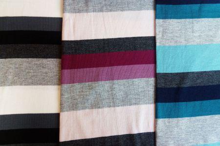 "Baumwolljersey Stoff ""Hameln"" mit Blockstreifen in grau-schwarz-weiß, blau-petrol-grau oder fuchsia-altrosa-grau meliert – Bild 1"