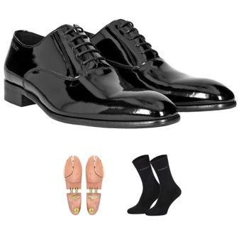 lackschwarz. Set mit Schuhspanner und Socken