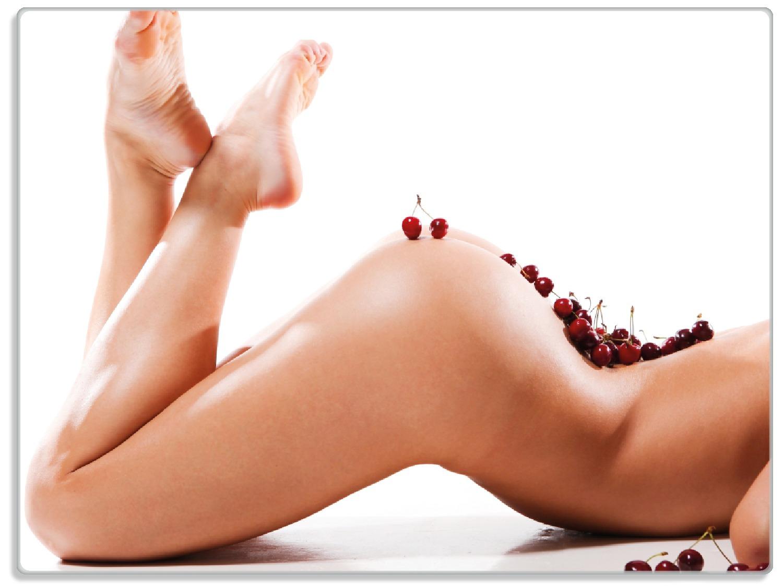 Glasunterlage Kirschen auf dem Rücken einer nackten Frau – Bild 1
