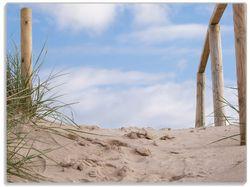 Glasunterlage Auf der Holztreppe zum Strand – Bild 1