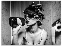 Glasunterlage Kloparty - Sexy Frau auf Toilette mit Weinflasche – Bild 1