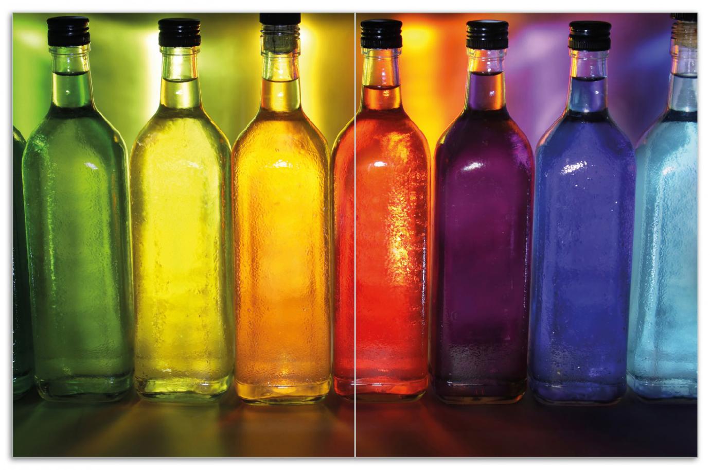 Herdabdeckplatte Bunte Flaschen im Regal – Bild 1