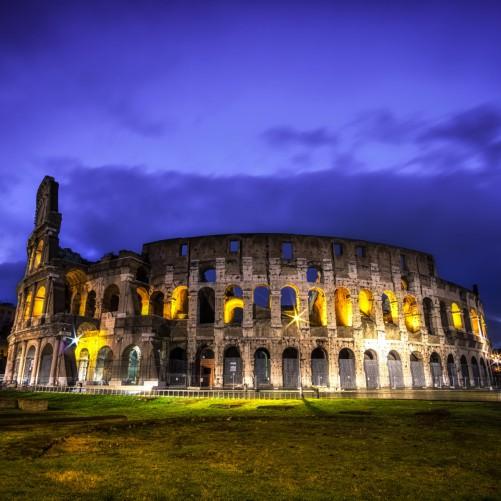 Möbelfolie Italien bei Nacht - Kollosseum in Rom, beleuchtet am Abend – Bild 3