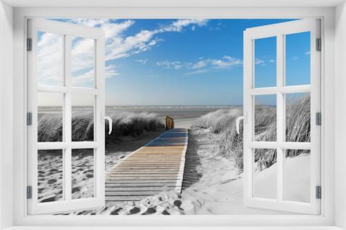 Acrylglasbild Auf dem Holzweg zum Strand in schwarz-weiß Optik