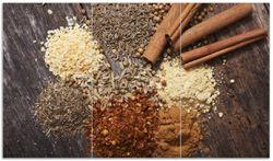 Herdabdeckplatte Aromatische trockene Gewürze in der Küche