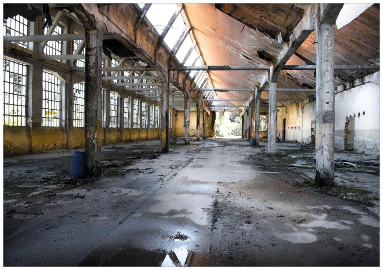 Wandbild Alte Industriehalle  leerstehend und einsam – Bild 1