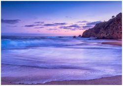 Wandbild Kalifornischer Strand am Abend mit Felsenküste – Bild 1