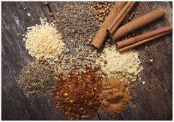 Wandbild Aromatische trockene Gewürze in der Küche – Bild 1