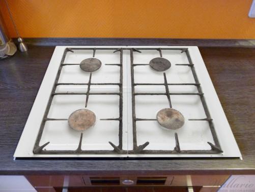 Herdabdeckplatte Alter Gasherd, ungeputzt und dreckig Küchen ...