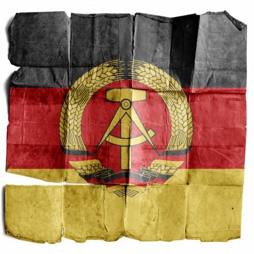 Möbelfolie DDR Flagge auf altem Papier - schwarz rot gold – Bild 3