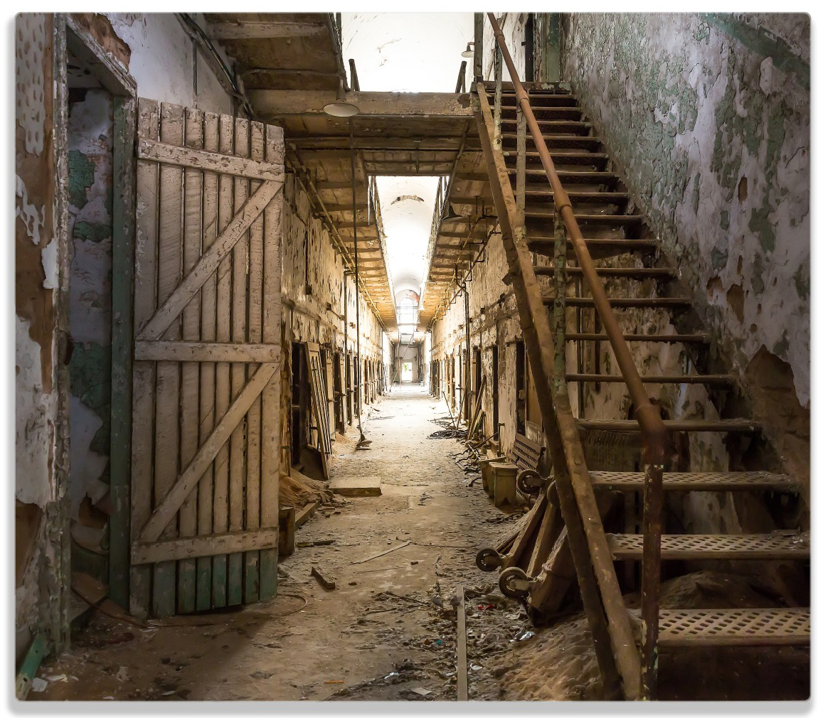 Herdabdeckplatte Leuchtender Gang in altem verlassenen Gefängnis – Bild 1