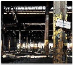 Herdabdeckplatte Verlassene alte Fabrik-Halle mit leuchtenden Sonnenstrahlen – Bild 1