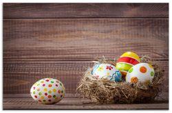 Herdabdeckplatte Bunte bemalte Eier an Ostern im Vorgelnest vor hölzerner Wand – Bild 1
