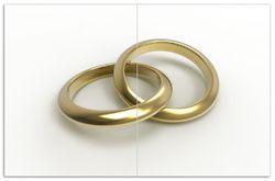 Herdabdeckplatte Zwei goldene Eheringe in Nahaufnahme auf weißem Grund – Bild 1