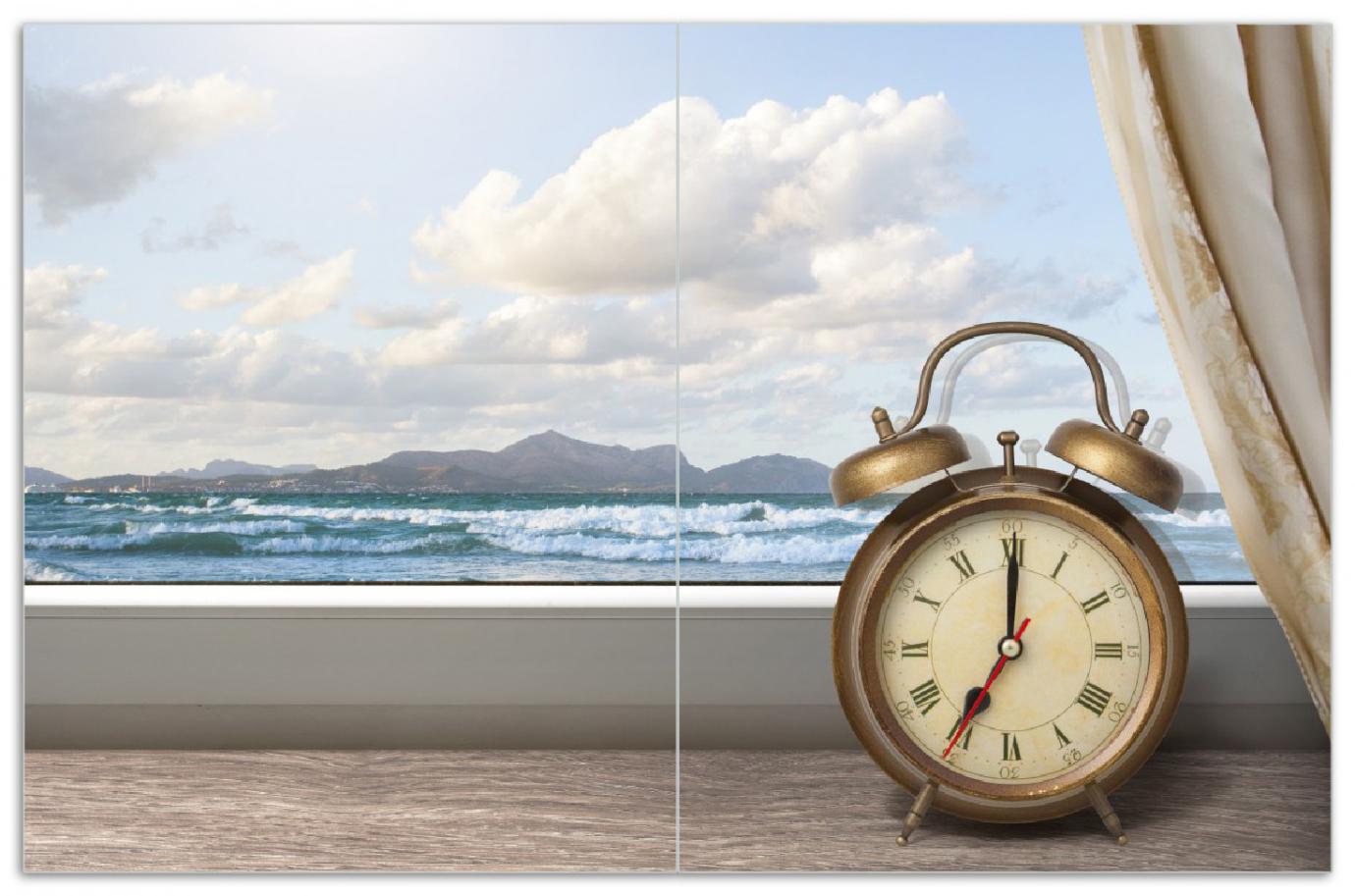 Herdabdeckplatte Guten Morgen sagt das Meer - Wecker und Vorhang am Fenster – Bild 1