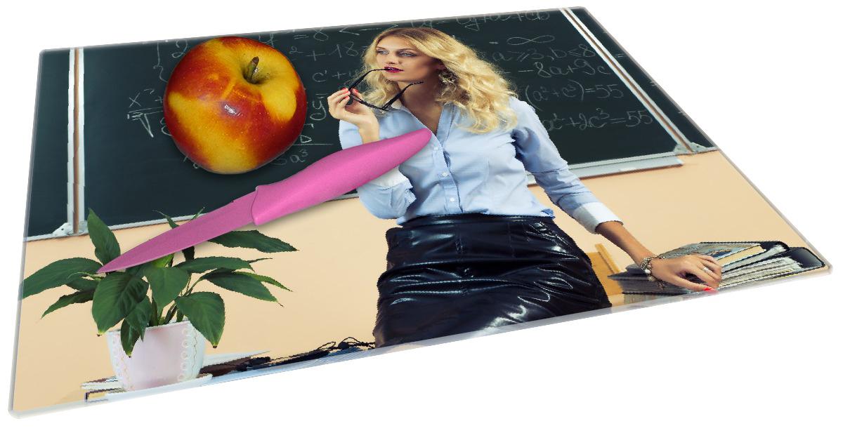 Glasunterlage Sexy blonde Lehrerin in Schule vor Tafel mit langen Beinen und Brille – Bild 2