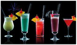 Herdabdeckplatte Bunte Cocktails vor schwarzem Hintergrund – Bild 1