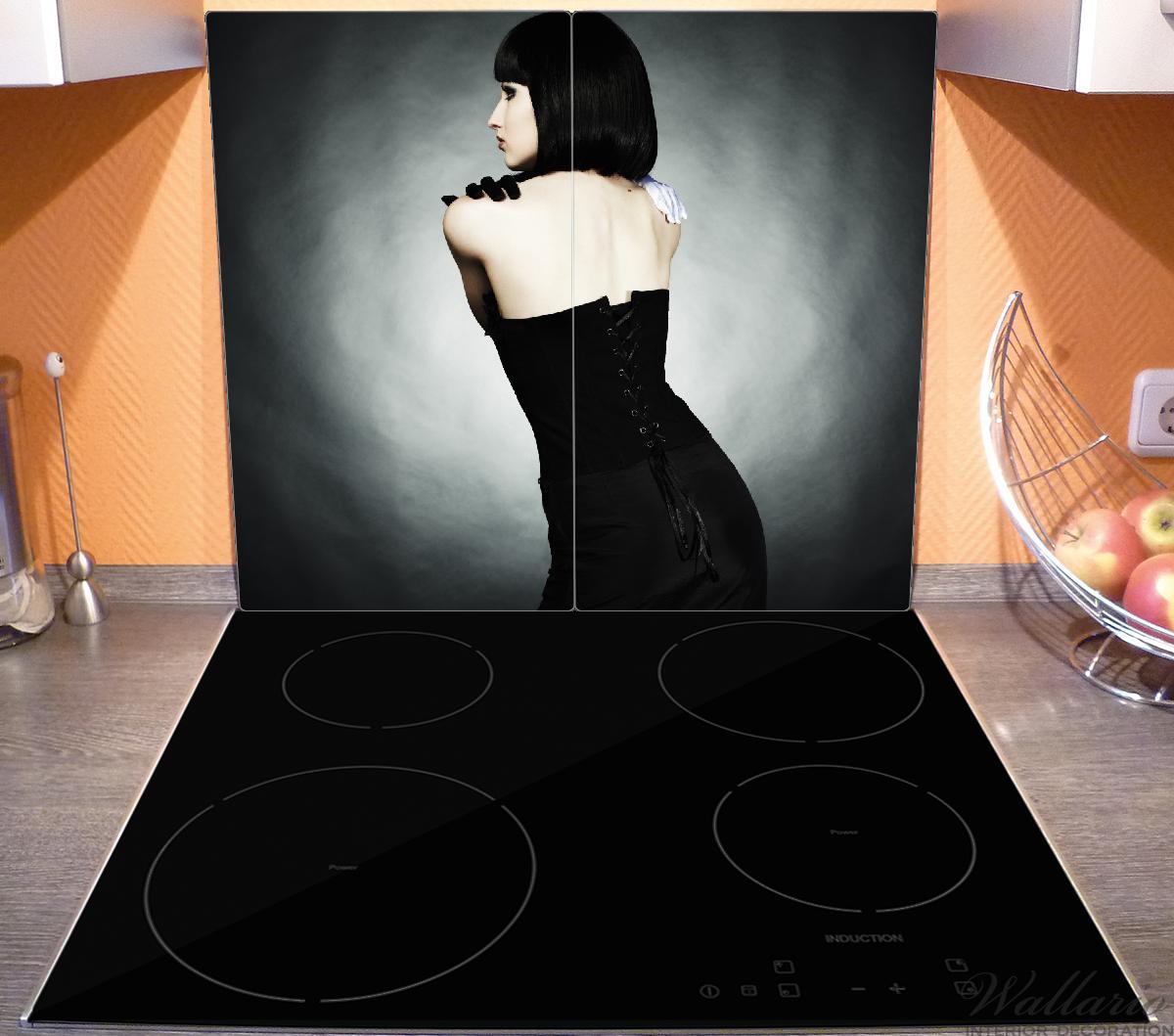 Herdabdeckplatte Schöne Frau im schwarzen Kleid zeigt ihren Rücken – Bild 3