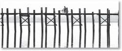 Glasbild Radfahrer auf langer Holzbrücke