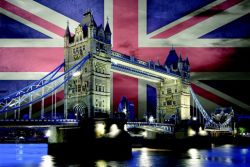 Poster Flagge Union Jack mit Tower Bridge bei Nacht