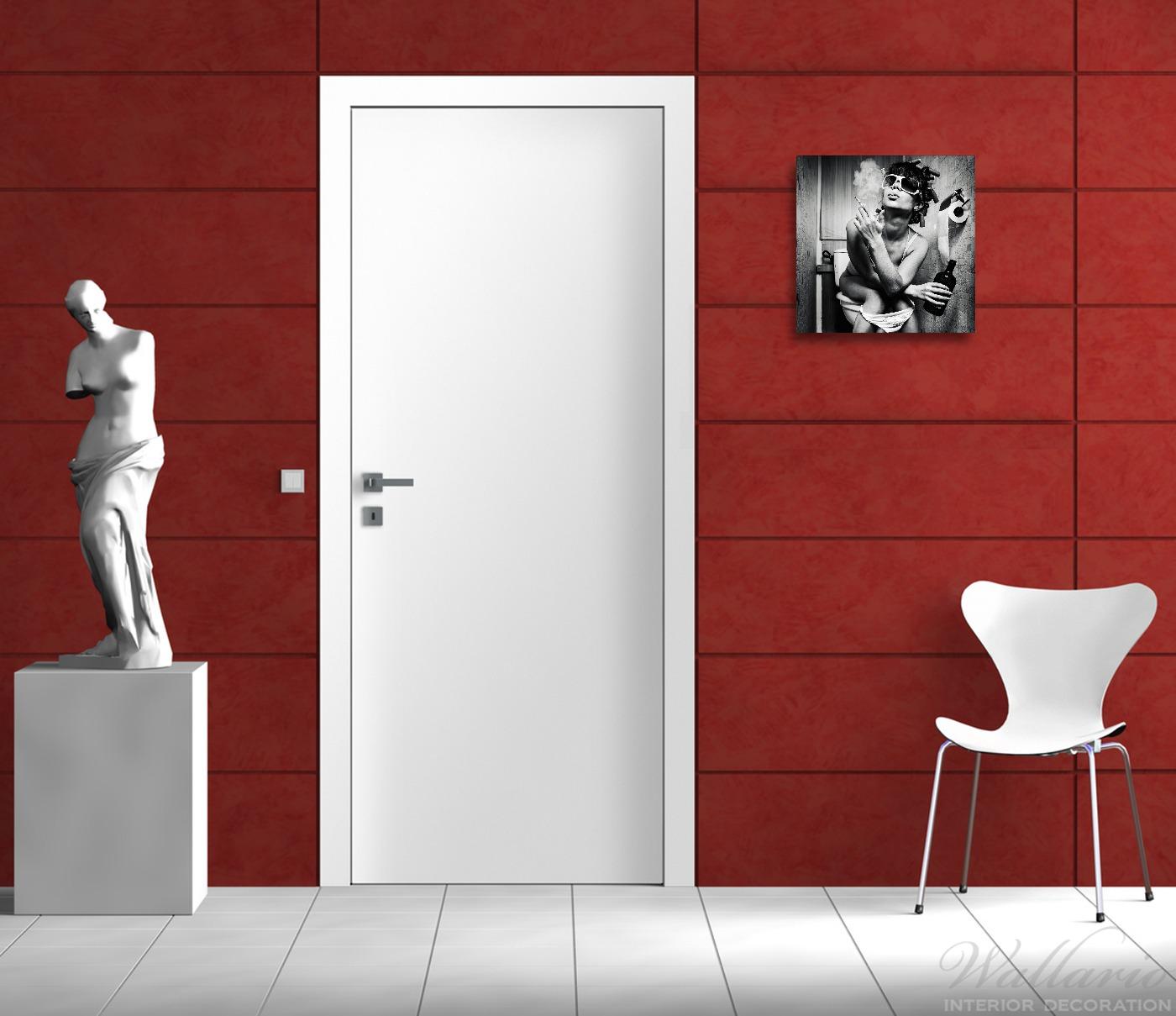 Acrylglasbild Kloparty - Sexy Frau auf Toilette mit Zigarette und Schnaps – Bild 2