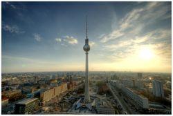 Vliestapete Fernsehturm Berlin mit Panoramablick über die Stadt – Bild 1