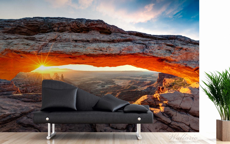 Vliestapete Sonnenstrahl am Horizont – Leuchtende Felsspalte – Bild 3