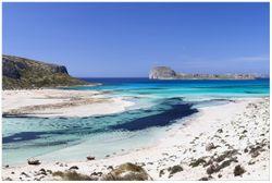 Vliestapete Einsame Bucht mit weißem Sand und klarem Wasser – Bild 1
