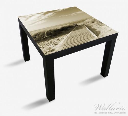 Möbelfolie Auf dem Holzweg zum Strand in Sepiafarben – Bild 1
