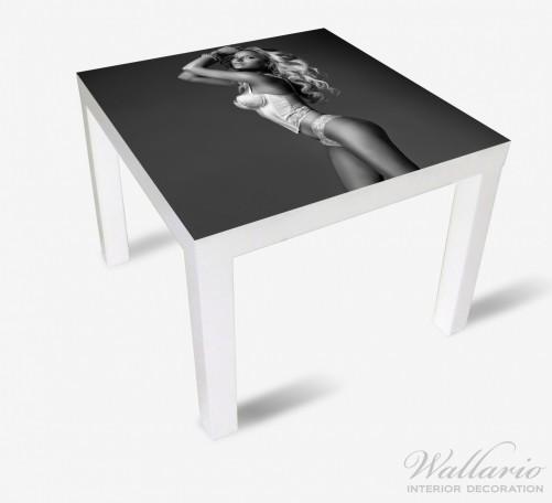 Möbelfolie Sexy Beine - Blondine mit langen Beinen in Unterwäsche – Bild 2